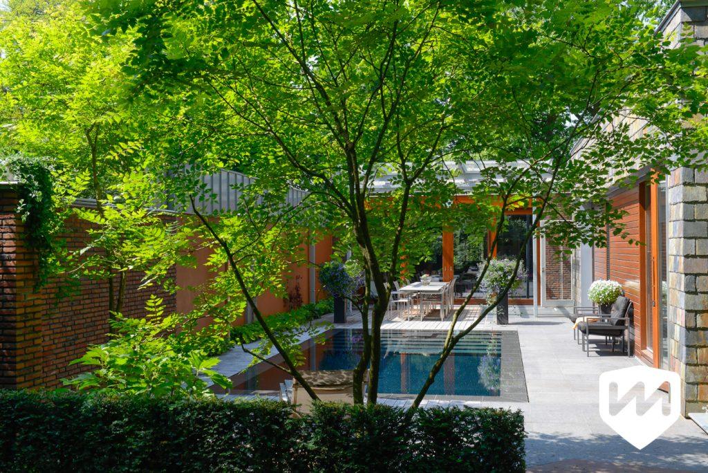 natuur en architectuur in luxe bostuin. luxe infinity overloop zwembad in natuur. Tuinarchitect Van Mierlo Tuinen