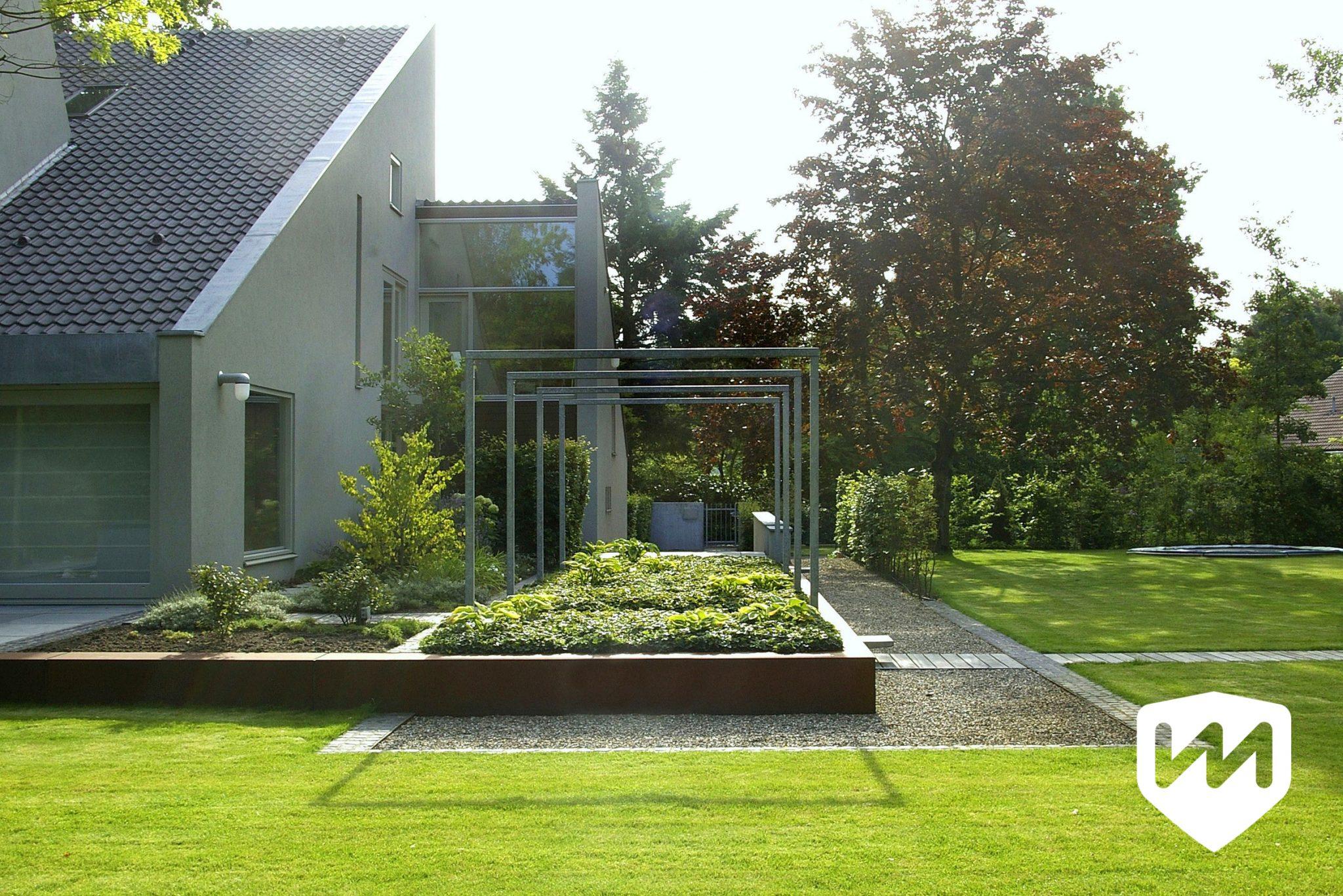 moderne tuin met zwemvijver en poolhouse van mierlo tuinen On tuin met zwemvijver